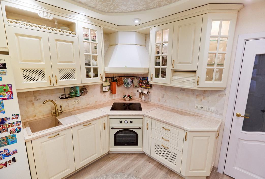 проштудировали различные кухни с угловыми вытяжками фото планах